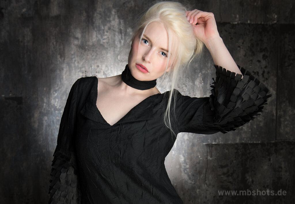 Schwarzes Kleid 1