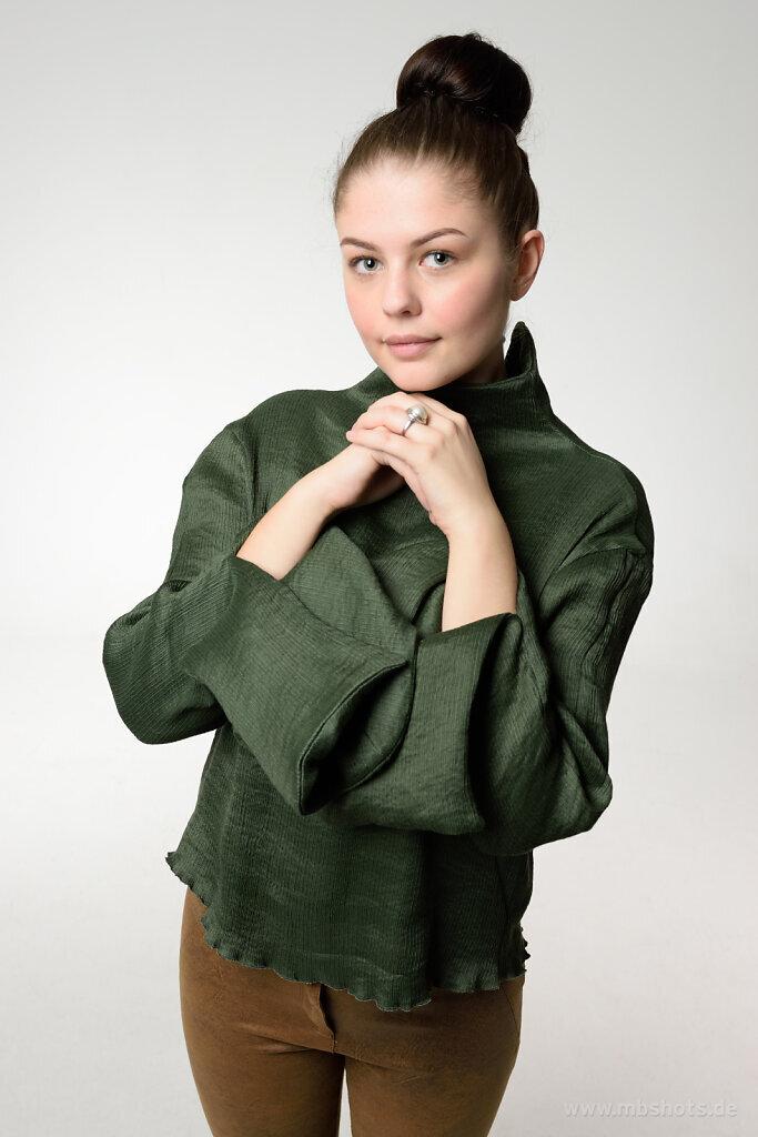akseswar Mode mit Karina